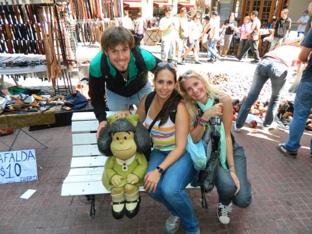 Juan, Lau y yo posando con Mafalda
