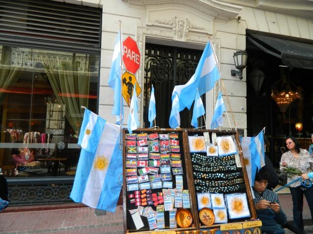 Banderas argentinas en el barrio de San Telmo