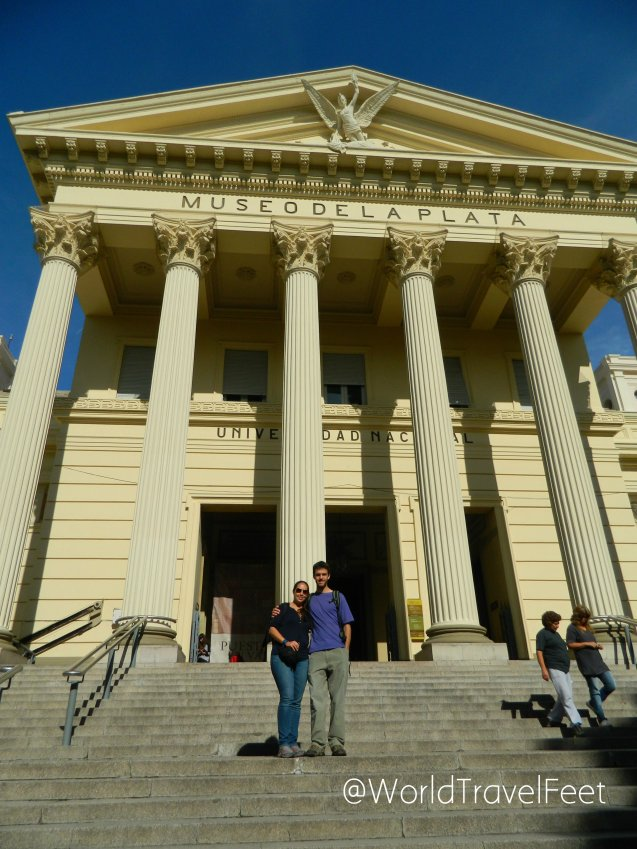 Alex y yo afuera del Museo de Ciencias Naturales