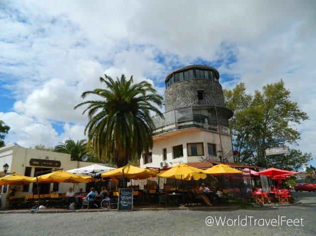 Restaurante ideal para pasar el tiempo con vista al Río de la Plata.