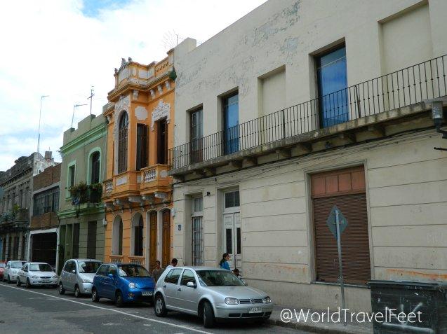 Caminando por el centro de Montevideo.