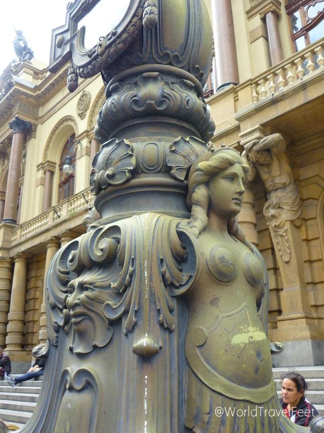 Detalle de la fachada del Teatro Municipal.