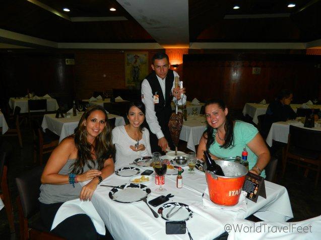 Cenando en un típico Rodizio con Paty y Lex.