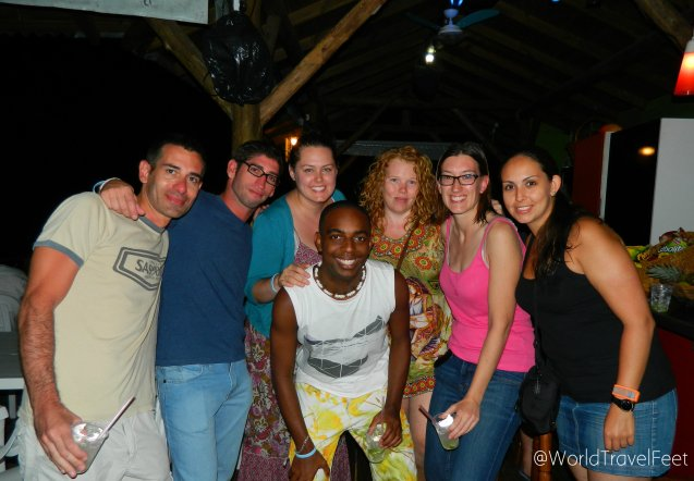 Con algunos amigos que conocimos en el hostal en Barra da Lagoa.