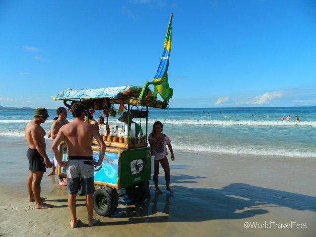 Para que no falte la bebida junto a la playa... el Bar Móvil.