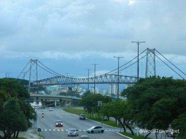Puente que une la ciudad de Florianópolis insular con la continental.