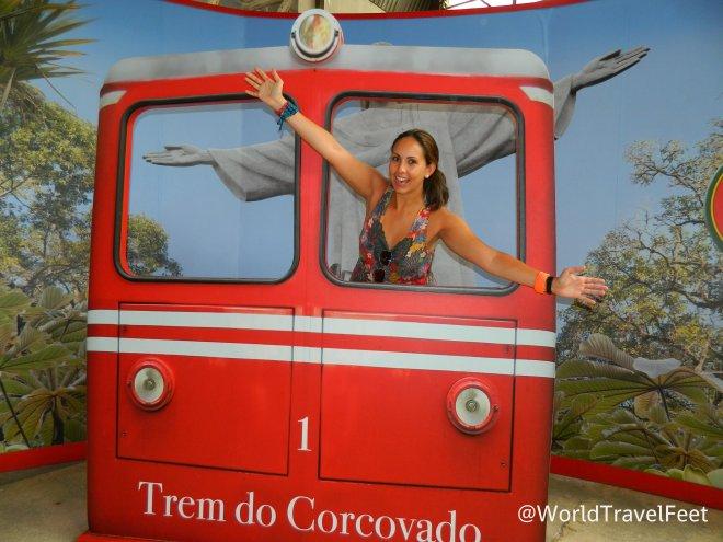 Típica foto de turista desesperado haciendo tiempo para poder subir al Corcovado.