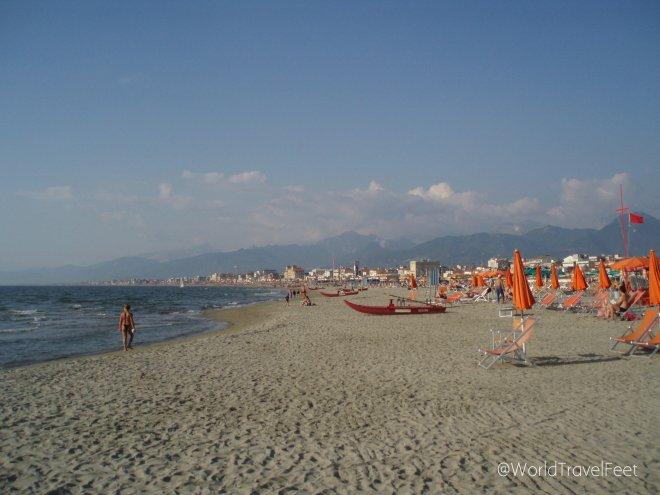 Playa en Viareggio, Toscana. Lugar donde me pidieron pagar mi espacio de arena y donde me propusieron pagar de otra forma... Problemas a los que nos enfrentamos las mujeres viajeras solitarias.