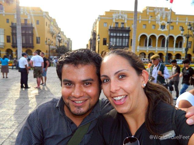 Con mi amigo Hugo en el centro de Lima. Reencuentro de amistad viajera después de 6 años.