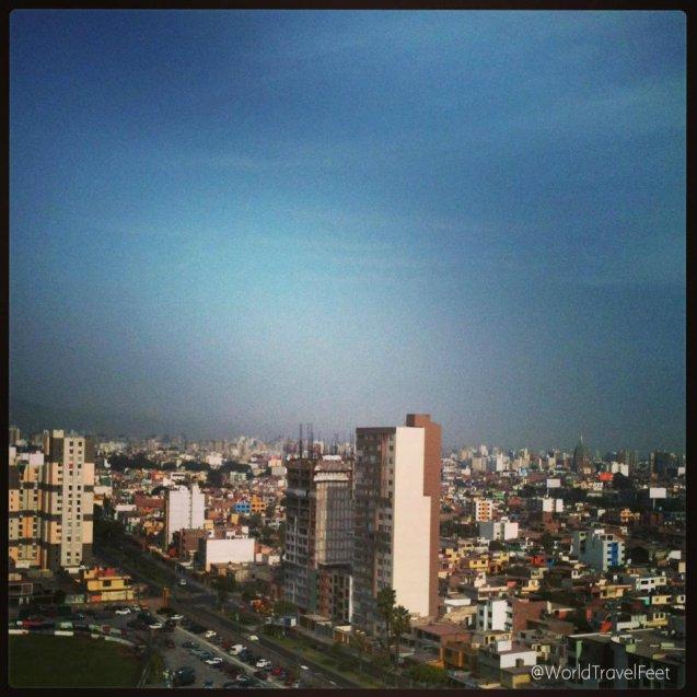 Lima, capital de Perú, ciudad que queda en medio del desierto y desemboca al Océano Pacífico.
