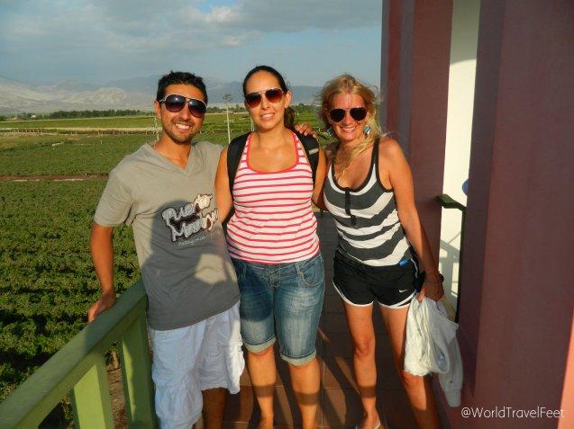 Un viñedo, dos nacionalidades, tres amigos viajeros recorriendo Perú.