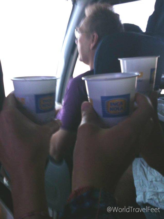De camino a Ica en el autobus nos dieron un poco de Inca Cola, refresco típico peruano con sabor extra dulce.