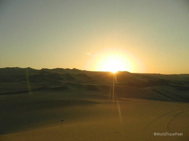 Atardecer en el desierto de Huacachina