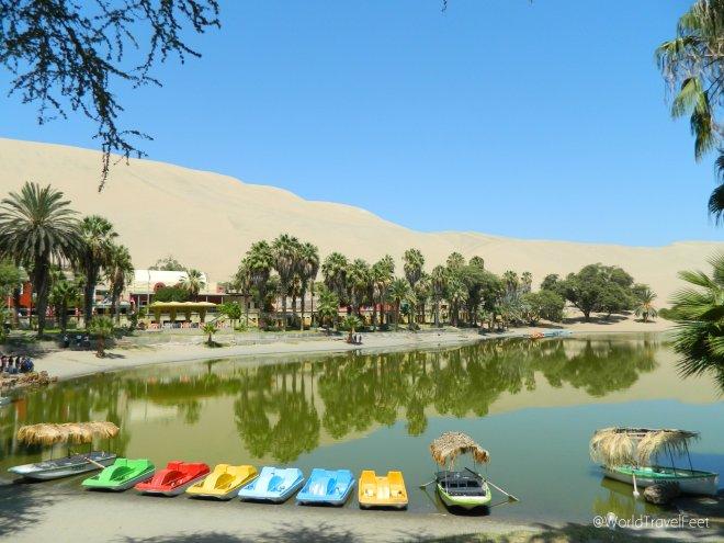 También se pueden rentar lanchas para remar por el oasis.