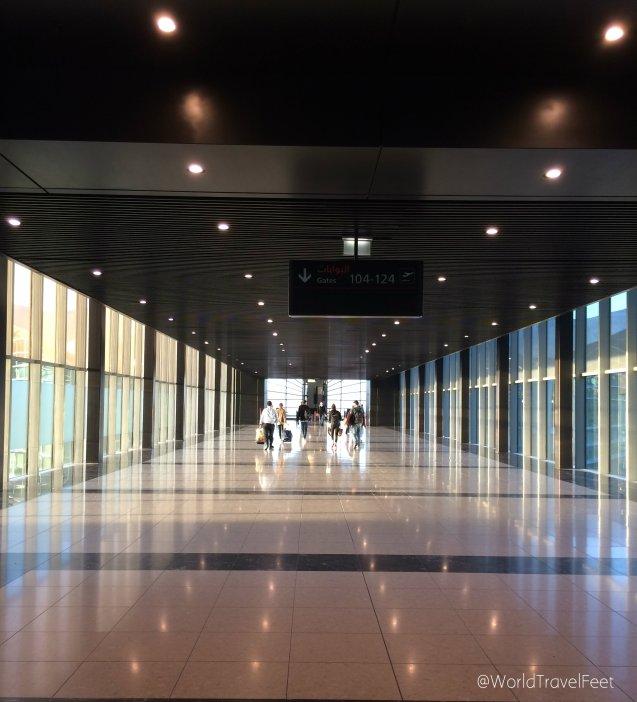 Caminando por el Aeropuerto Internacional Queen Alia.
