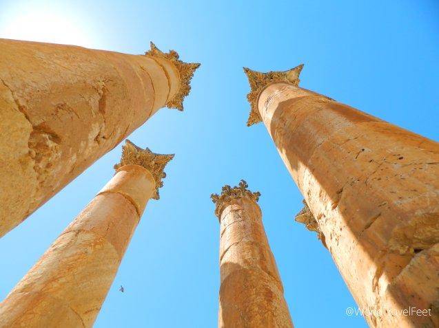 Capiteles tipo corintio en el Templo de Artemisa en Gerasa, Jordania.