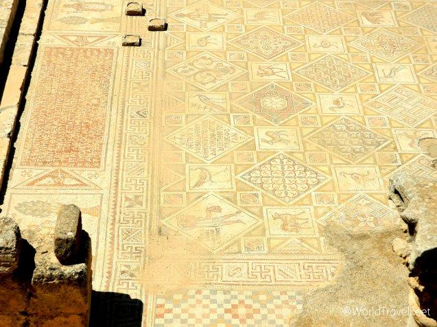 Mosaicos bizantinos en perfecto estado en la Iglesia de San Jorge.