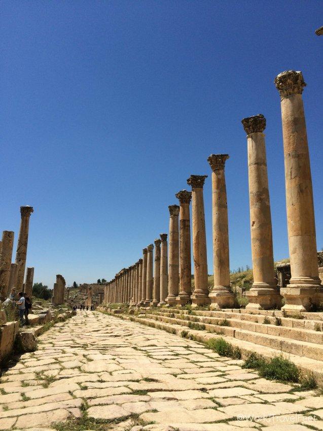 Camino romano sobre el cual aún se puede caminar con nuestros pies viajeros.