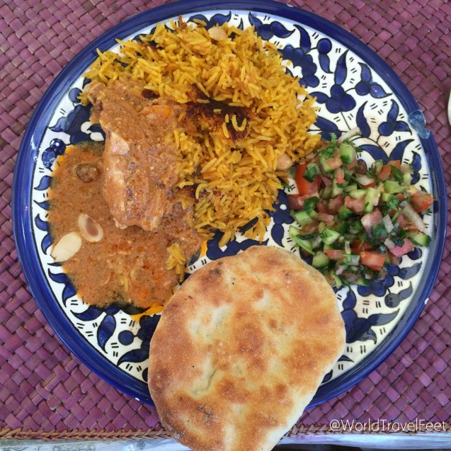 Mandi, Tabouleh y pan árabe hecho a mano.