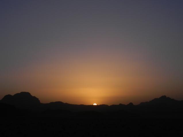 El cielo del desierto se viste de colores.