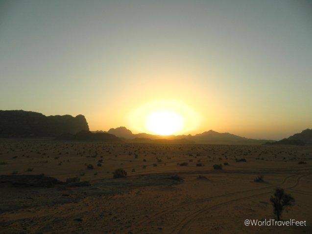 Atardecer en Wadi Rum. El cielo empieza a cambiar de tono segundo a segundo.
